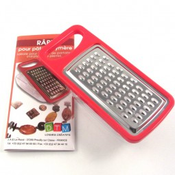 Grater with collecting tray