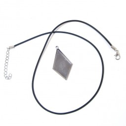 Pendant Bezel with Necklace