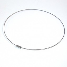 Choker with a smooth screw-head clasp